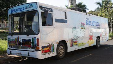 Ônibus Biblioteca leva a leitura aos bairros de Uberlândia (Foto: Asom)