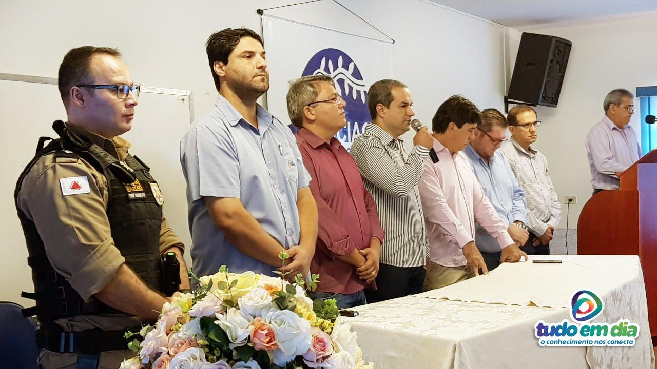 Posse do novo presidente ocorreu na sede da Associação Comercial Industrial e Agropecuária de Capinópolis (Foto: Paulo Braga)