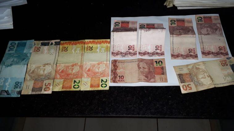 Dinheiro apreendido com um dos suspeitos (Foto: PMMG/Divulgação)
