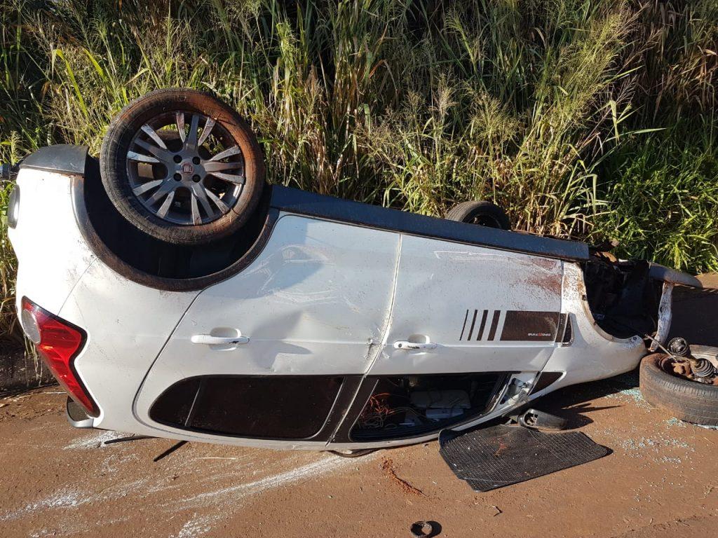 Fiat Pálio era transportado pelo caminhão guincho (Foto: Bombeiro/Divulgação)