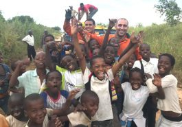 Bombeiros de Minas Gerais, que atuaram na tragédia de Brumadinho, auxiliam vítimas em Moçambique (Foto: Bombeiros em Moçambique/Divulgação)