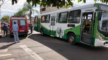 Bombeiros fizeram o resgate da vítima (Foto: Bombeiros/Divulgação)