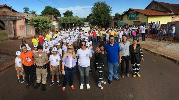 Caminhada leva conscientização e alerta de luta contra a dengue