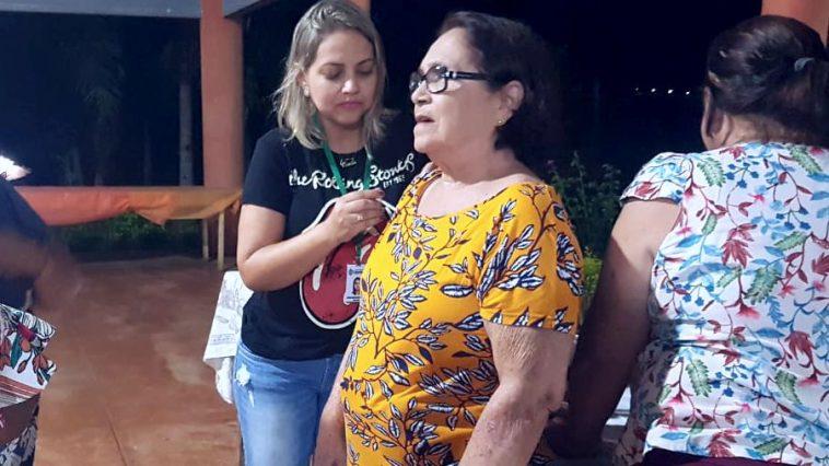 Cidinha recebe imunização contra a gripe no Grupo Conviver (Foto: Divulgação)