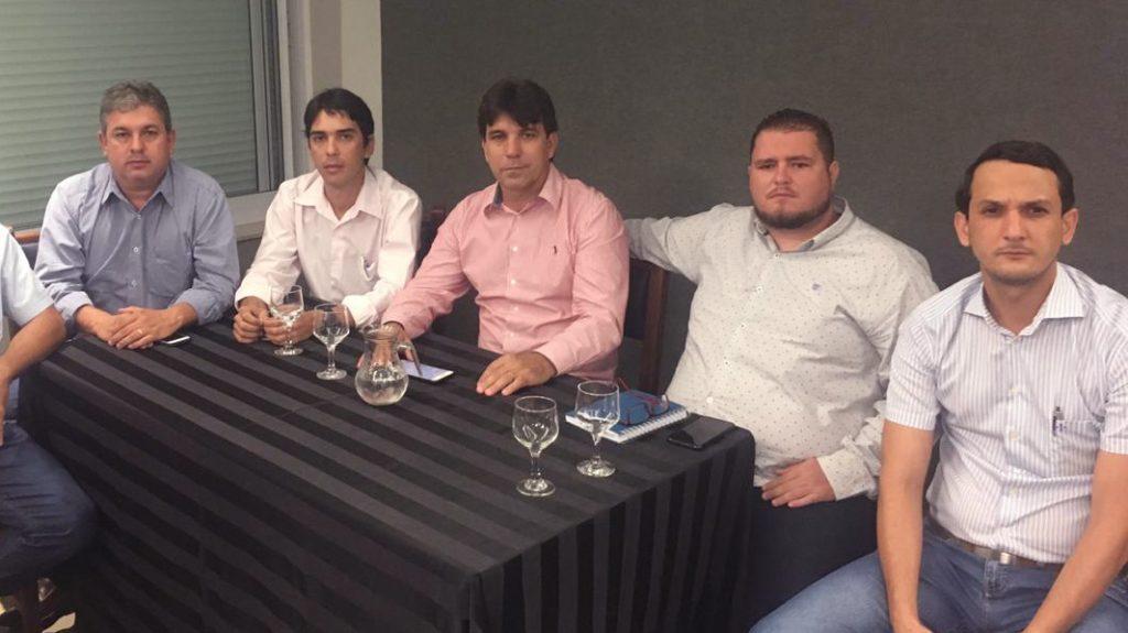 Também participaram do lançamento o prefeito de Canápolis, Ualisson Carvalho; O prefeito de Ipiaçu, Leandro Luiz; e