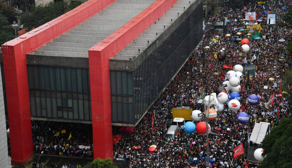 Protesto na av. Paulista contra os cortes na Educação. NELSON ALMEIDA AFP