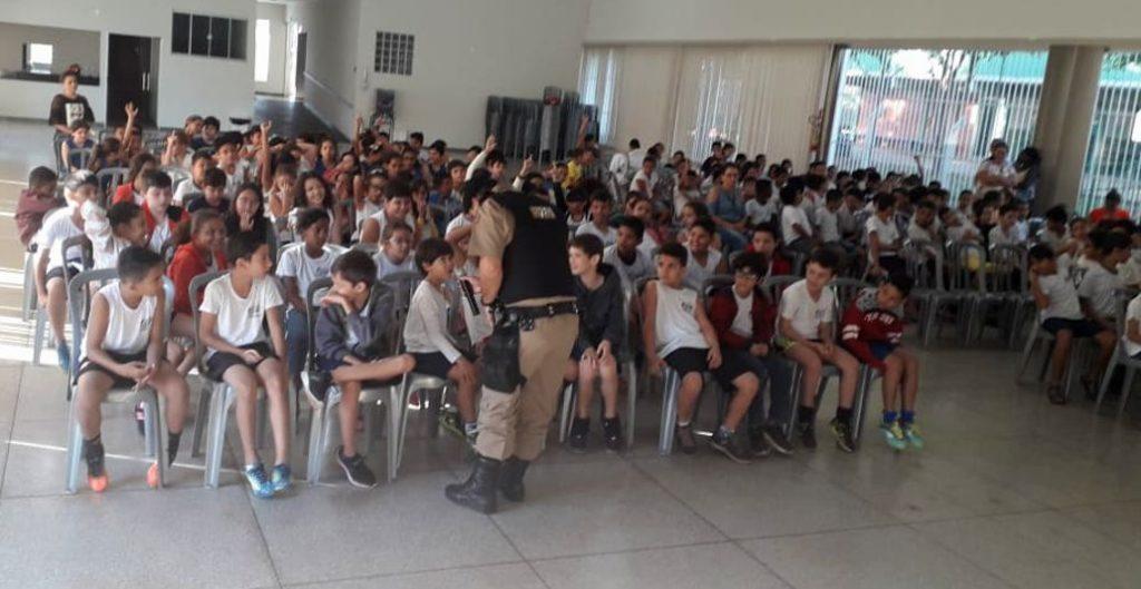 Alunos no Salão de Eventos João Felippe (Foto: PMMG)