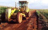 Máquina na estrada rural de Capinópolis