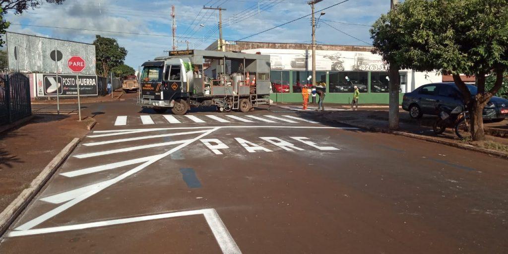 Cruzamento da Rua 104 com a avenida 113 recebeu sinalização e rotatória (Foto: Divulgação)