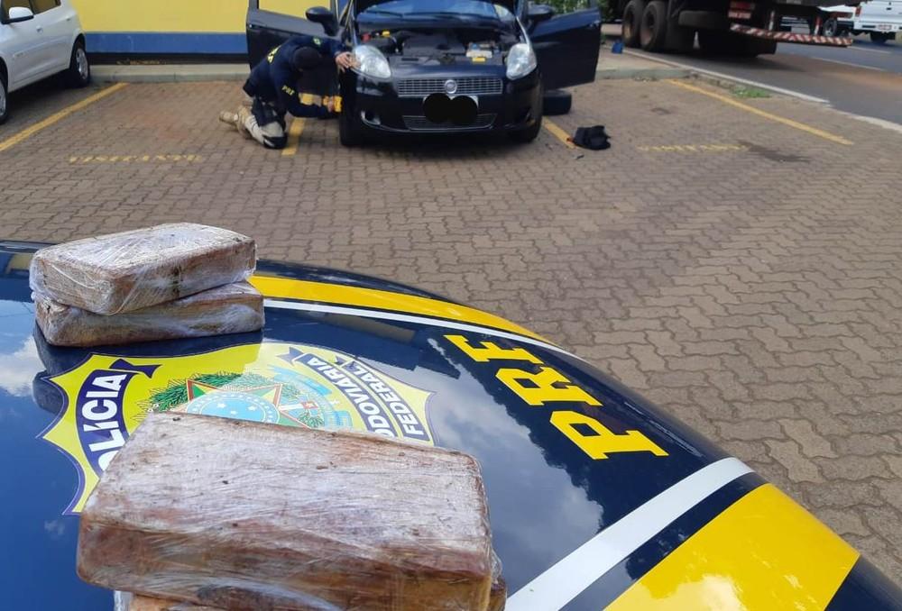 Droga foi encontrada pela polícia durante fiscalização na BR-365 em Uberlândia — Foto: PRF/Divulgação