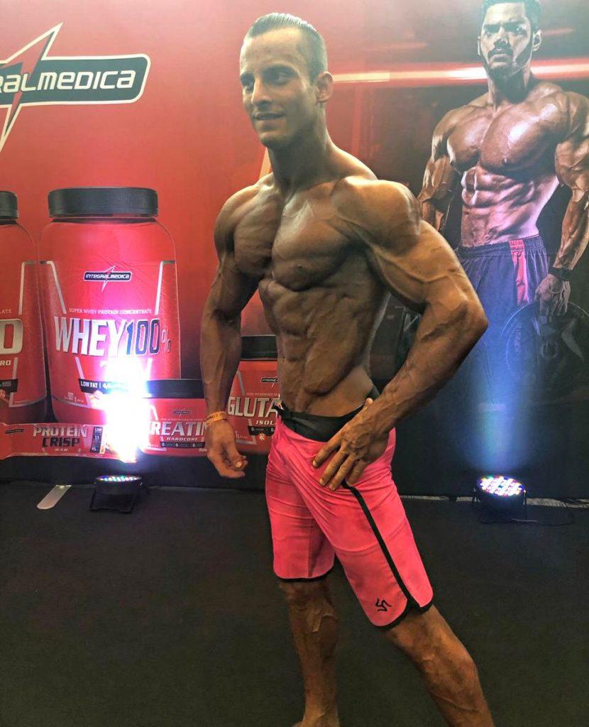 Antonio Vitor sagrou-se vice-campeão da categoria 'Mens Physique' (Foto: Arquivo pessoal)