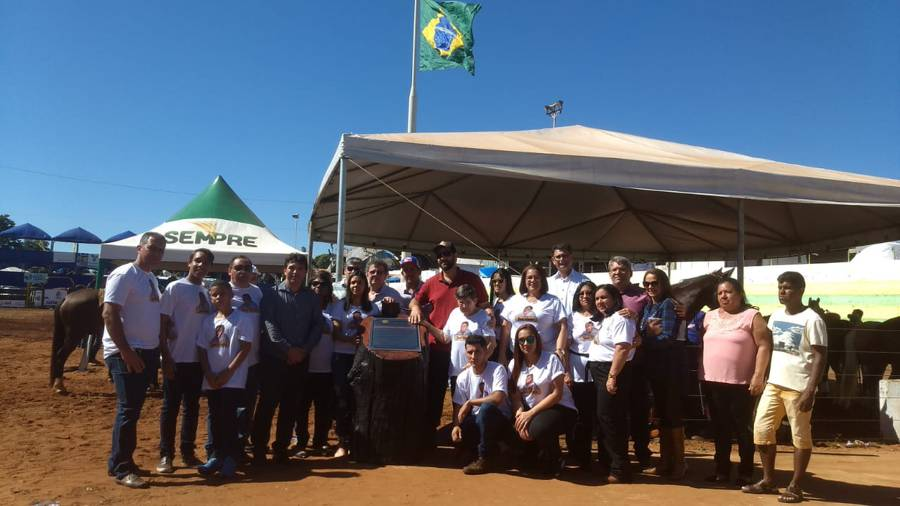 A homenagem ao saudoso Zé Viola foi acompanhada por dezenas de pessoas (Foto: Divulgação)