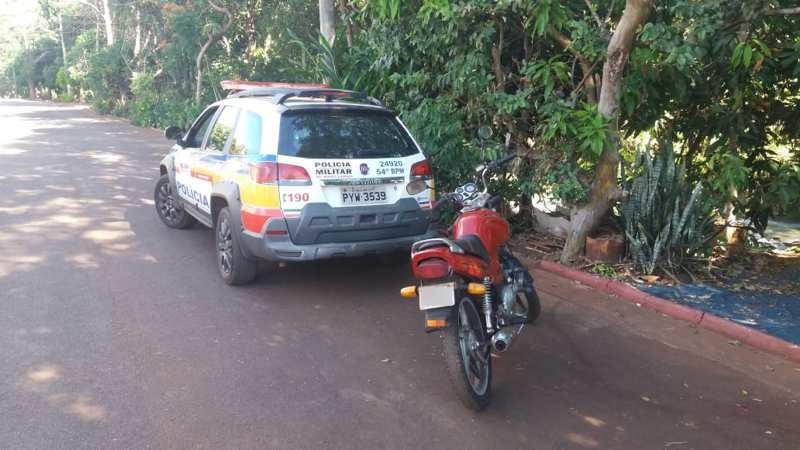 Moto havia sido furtada no domingo (9) e recuperada por volta das 14h do mesmo dia (Foto: PMMG/Divulgação)