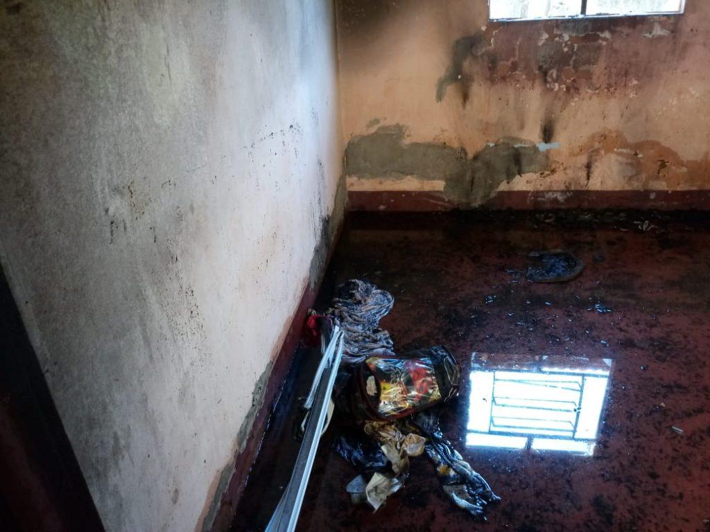Incêndio causou prejuízos materiais - felizmente, ninguém ficou ferido (Foto: Bombeiros)
