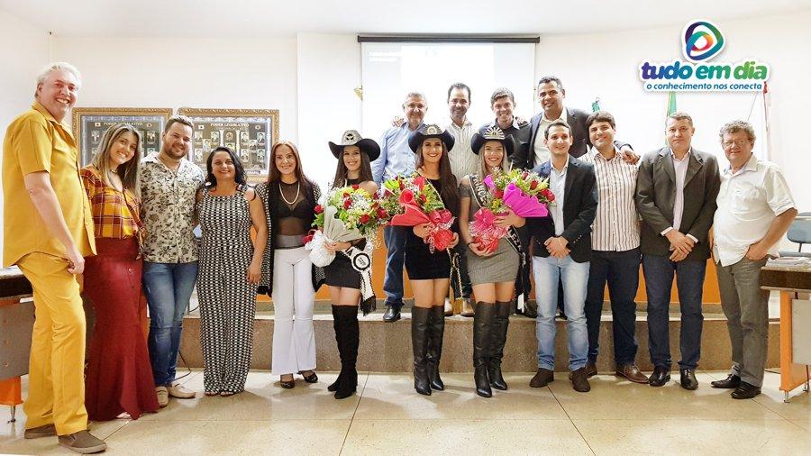 Moniellen Vilarinho, Maria Clara e Débora Camargo receberam homenagem dos parlamentares (Foto: Paulo Braga/Tudo Em Dia)