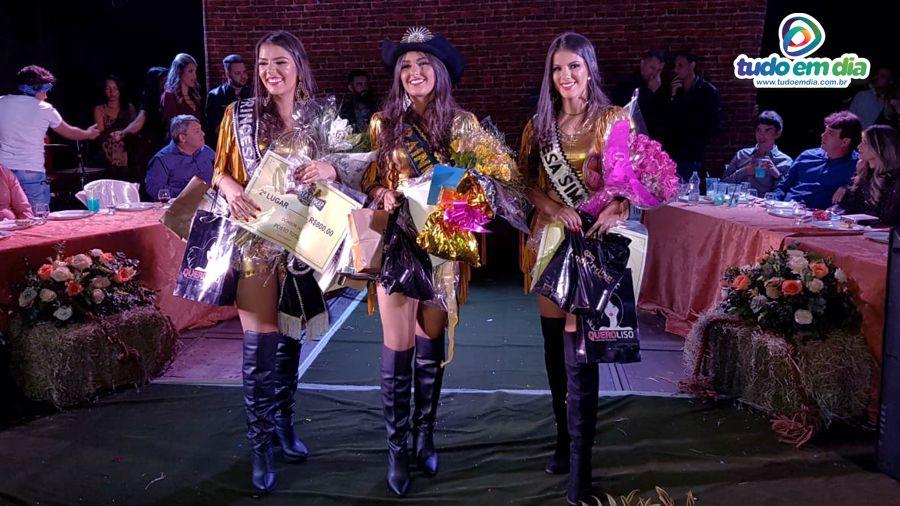 (esq) Maria Clara (2º lugar), Monielen Vilarinho (1º Lugar) e Débora Camargo (3ª colocada) (Foto: Paulo Braga/Tudo Em Dia) Maravilhosas! E como havíamos previsto, foi muito apertada a decisão. Parabéns Monielen Vilarinho!