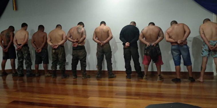 Criminosos foram presos após negociação (Foto: PMMG/Divulgação)