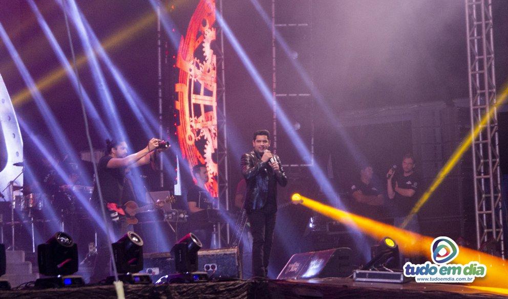 Léo Magalhães no palco da 26ª Expocap (Foto: Paulo Braga/Tudo Em Dia)
