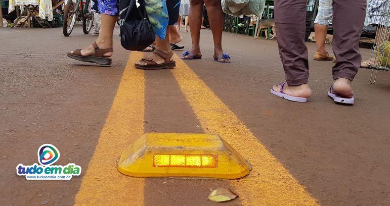 Sinalizadores são motivos de reclamações dos consumidores e feirantes (Foto: Paulo Braga/Tudo Em Dia)