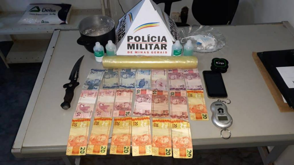 Material apreendido na casa do suspeito (Foto: PMMG)