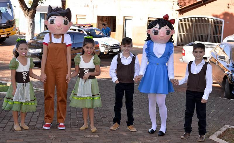 Os  'Patrimoninho' e 'Culturinha' acompanhados durante evento em Canápolis (Foto: Divulgação)