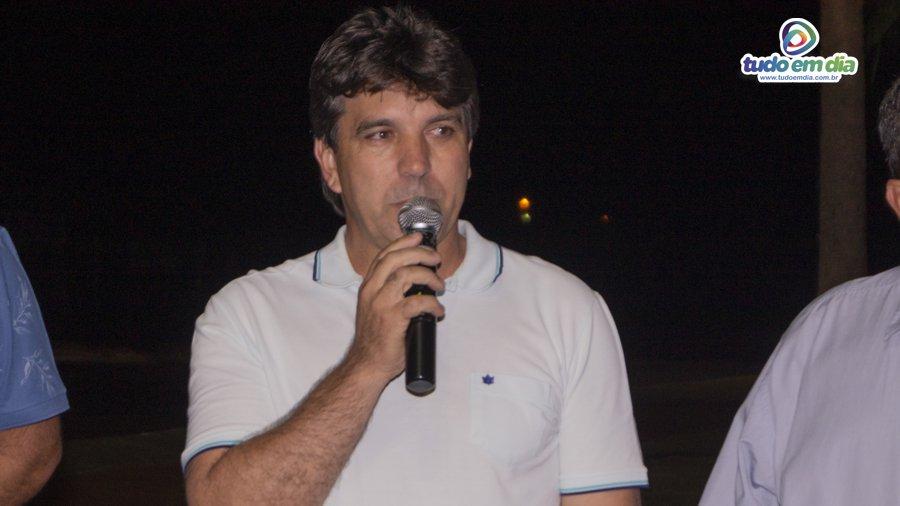 Cleidimar Zanotto durante inauguração do obelisco no trevo de acesso à Capinópolis (Foto: Paulo Braga/Tudo Em Dia)