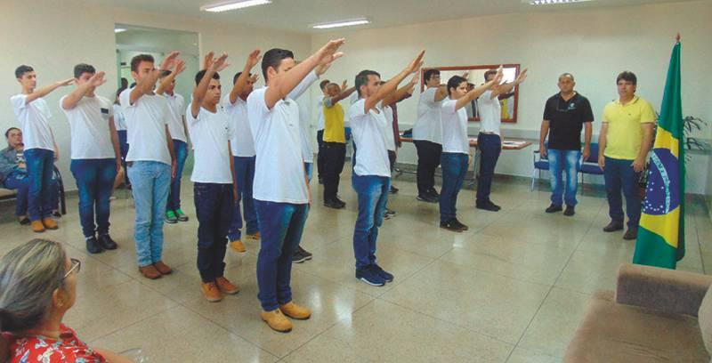 jovens foram dispensados do serviço militar (Foto: Divulgação)