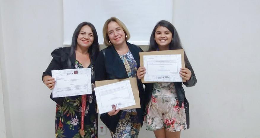 (esq) Professora Janete, professora Luciana e a aluna Ana Carla (Foto: Divulgação)