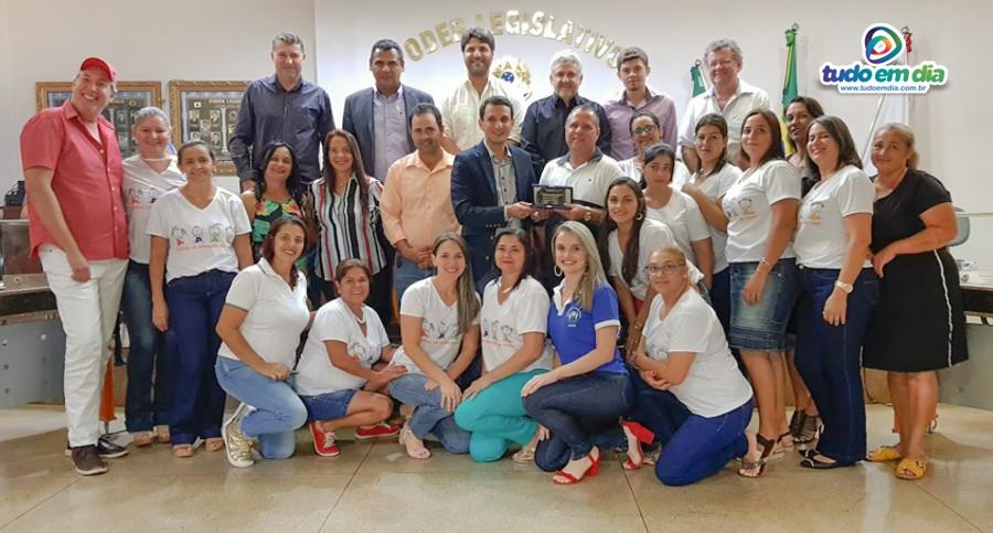 Equipe da APAE/Ensino Especial recebe homenagem na Câmara Municipal de Capinópolis (Foto: Paulo Braga / Tudo Em Dia)