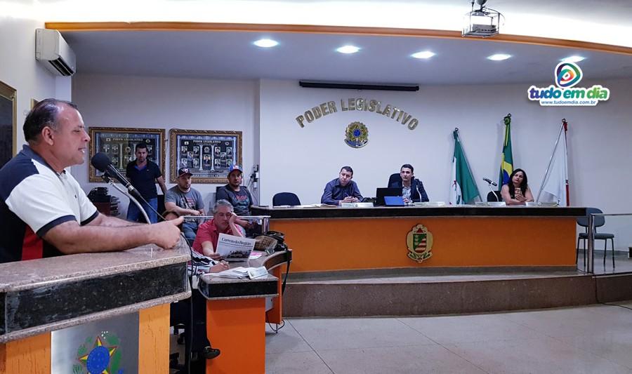 Valdeci Ferreira, direto da APAE, durante pronunciamento na Câmara Municipal de Capinópolis (Foto: Paulo Braga / Tudo Em Dia)