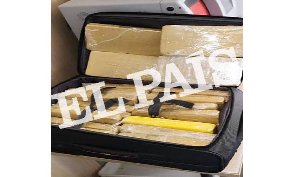Maleta com a cocaína encontrada com o militar da comitiva de Bolsonaro