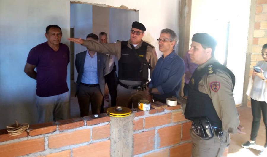 Militares acompanhando o governador Romeu Zema nas futuras instalações do Batalhão (Foto: PMMG/Divulgação)