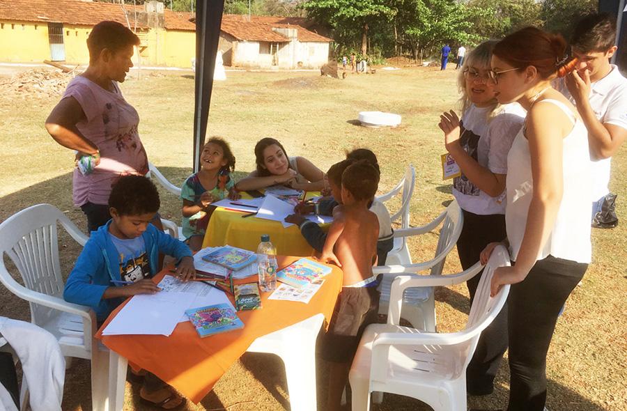 Ao som de paródias, crianças aprenderam colorindo e brincando (Foto: Ascom)