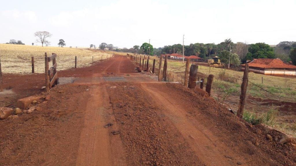 Estrada rural nas proximidades da propriedade de Gilson Dutra (Foto: Secretaria de Obras)