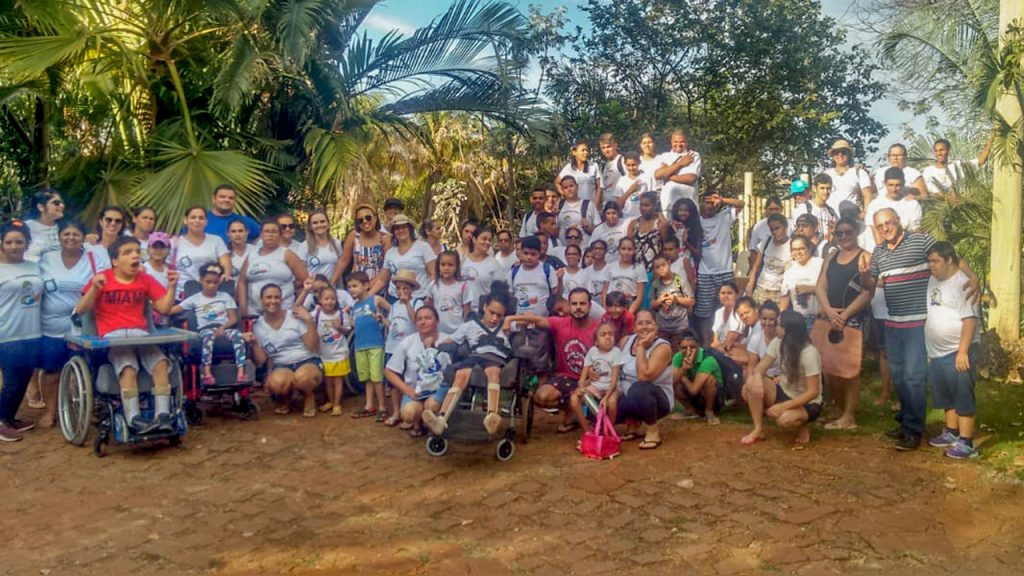 Alunos e profissionais tiveram uma tarde de diversão no Yquara Clube, na cidade de Cachoeira Dourada-MG (Foto: Divulgação)