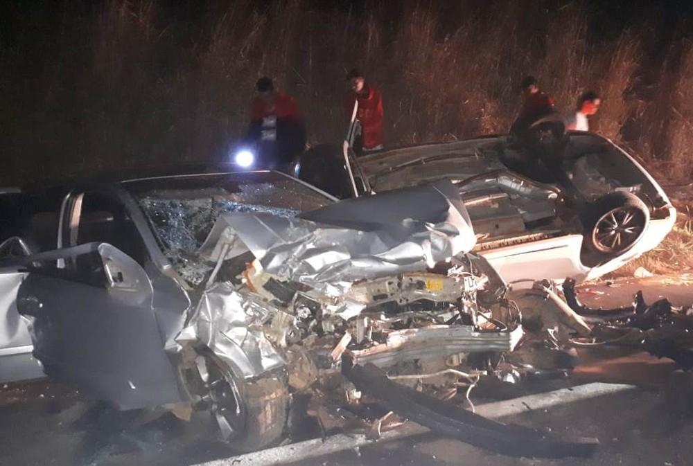 Acidente entre dois veículos neste domingo (18) na BR-365, sentido Uberlândia-Patrocínio — Foto: Corpo de Bombeiros/Divulgação