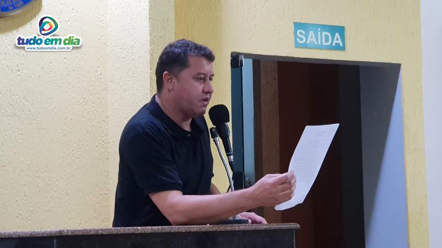 O vereador Caetano Neto da Luz durante pronunciamento na tribuna do Legislativo capinopolense (Foto: Gabriel Braga/ Tudo Em Dia)
