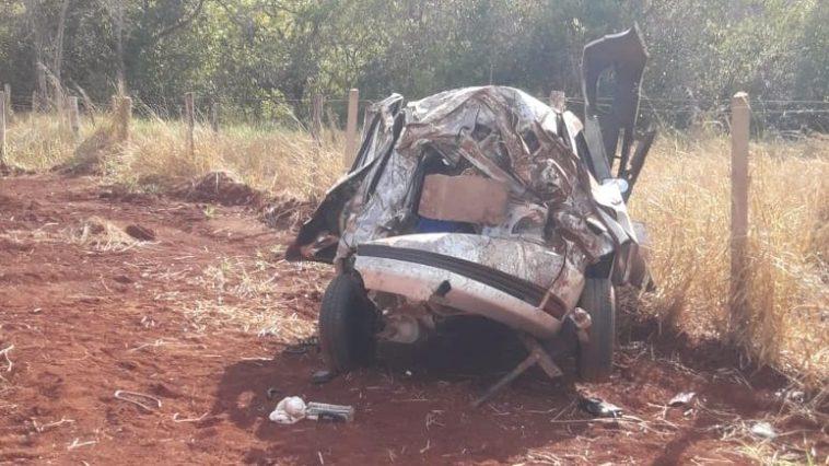 Carro ficou destruído no acidente (Foto: Reprodução/Redes Sociais)