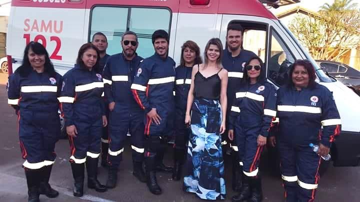A secretária de Saúde ─ Sandra Barbosa ─ junto à equipe do SAMU