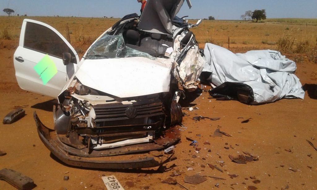 Idoso que dirigia a pick-up morreu no acidente (Foto: PRF/Divulgação)