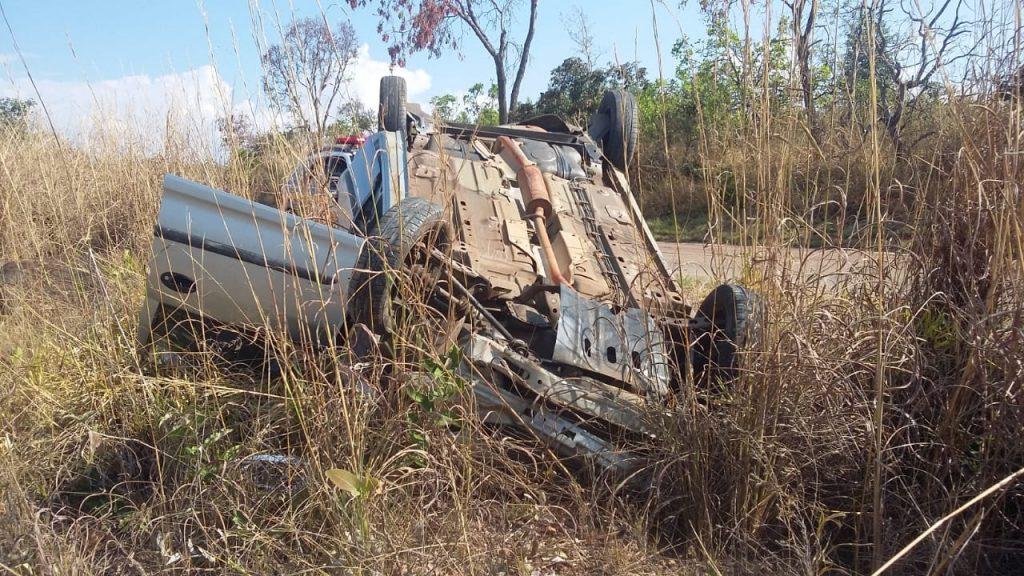 Mulher perdeu o controle do veículo e capotou na MG-190, entre Monte Carmelo e Abadia dos Dourados (Fotos: PRF)