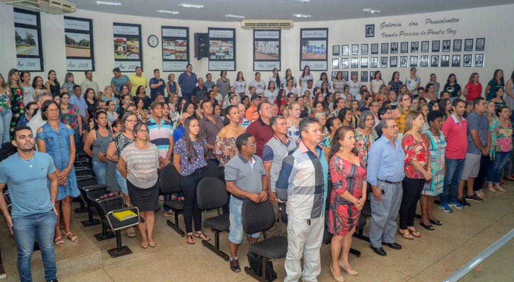 Auditório da Câmara Municipal de Capinópolis lotado durante homenagem (Foto: Gabriel Kazuto)