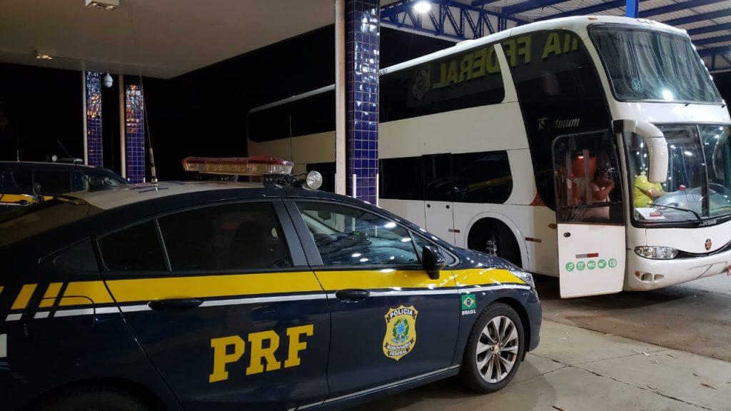 Registro do ônibus contava como 'baixado' no sistema (Foto: PRF/Divulgação)