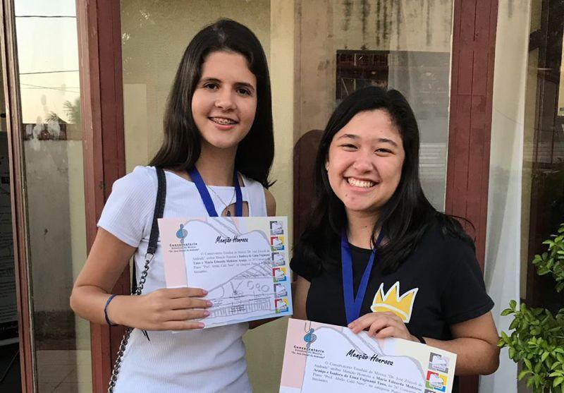 Isadora e Maria Eduarda (Foto: Escola de Música Vicente de Paula Fontoura)