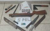 Várias armas foram apreendidas com o suspeitos (Foto: PMMG 5º Pelotão)