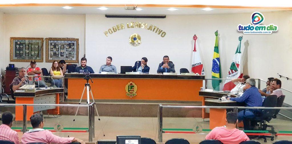 Sessão Ordinária da Câmara Municipal de Capinópolis foi marcada por homenagens aos servidores públicos pelo seu dia (Foto: Paulo Braga)