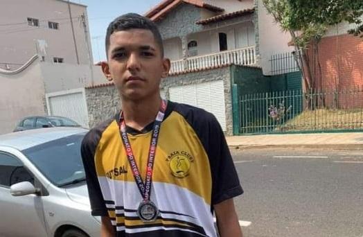 Guilherme Pinheiro  sempre esteve envolvido com sua maior paixão, o futebol  (Foto: Arquivo familiar)