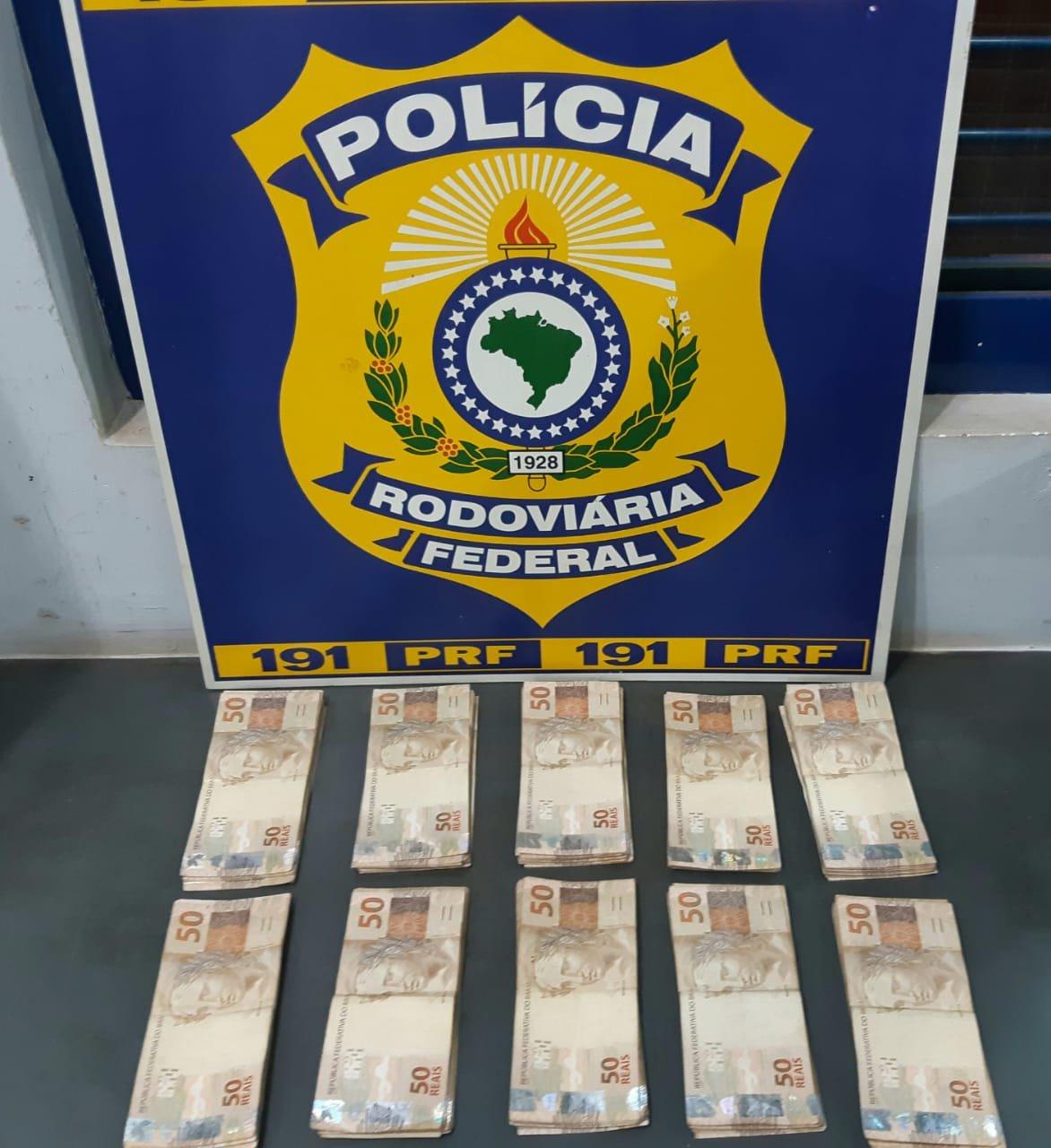 Dinheiro pode ter origem criminosa (Foto: PRF/Divulgação)