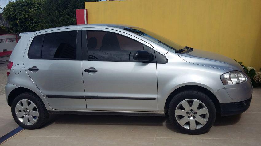 VW Fox, de cor cinza, ano 2008/2009,  Placas ZYW-8829, furtado em Capinópolis, Minas Gerais, em (08) de outubro. Imagem ilustrativa de modelo idêntico ao furtado (Imagem: Reprodução)