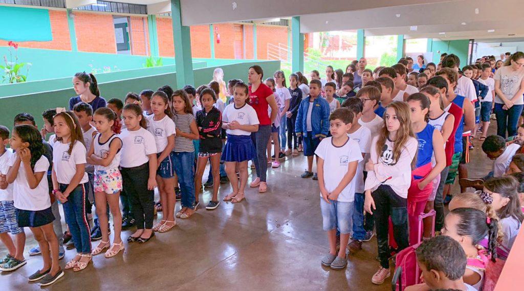 Alunos ficaram atentos à palestrante (Foto: Divulgação)